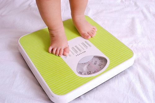 Tiêu chuẩn cân nặng – chiều cao của bé gái từ 0 – 5 tuổi WHO